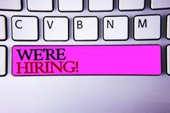 Word het schrijven tekst huren wij Motievenvraag Bedrijfsconcept voor Talent die Job Wanted Recruitment jagen stock fotografie