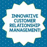 Word het schrijven tekst Innovatief Customer relationship management Het bedrijfsconcept voor Cliëntpositief koppelt Veertien Ger royalty-vrije stock foto's