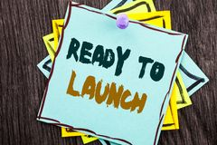 Word, het schrijven, tekst Klaar te lanceren Het bedrijfsconcept voor bereidt het Beginversie voor van de Nieuw die Productbevord royalty-vrije stock afbeeldingen