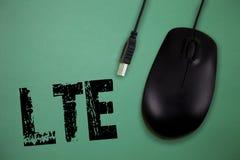 Word het schrijven tekst Lte Bedrijfsconcept voor de mobiele communicatiemiddelen van A 4G norm die draadloze breedbandsnelheden  stock fotografie