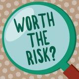 Word het schrijven tekst met een waarde van de Risicokwestie Bedrijfsconcept voor het vragen van of bracht bepaalde actie met zij vector illustratie