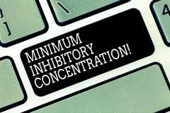 Word het schrijven tekst Minimum Remmende Concentratie Bedrijfsconcept voor laagste concentratie van een chemische Toetsenbordsle royalty-vrije stock afbeeldingen