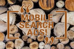 Word het schrijven tekst Mobiele Zoekenadvertenties Bedrijfsconcept voor advertentie die op webpagina's kan verschijnen en apps b stock afbeelding