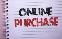 Word het schrijven tekst Online Aankoop Het bedrijfsconcept voor Buy dingen op het net gaat winkelend die zonder huis op Notitieb royalty-vrije stock afbeelding