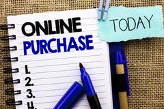 Word het schrijven tekst Online Aankoop Het bedrijfsconcept voor Buy dingen op het net gaat winkelend die zonder huis op Notitieb stock afbeelding