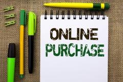 Word het schrijven tekst Online Aankoop Het bedrijfsconcept voor Buy dingen op het net gaat winkelend die zonder huis op Notitieb royalty-vrije stock afbeeldingen