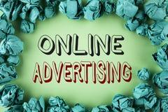 Word het schrijven tekst Online Reclame Bedrijfsconcept voor de Advertenties elektronisch op de markt brengend die SEO Reaching v royalty-vrije stock afbeeldingen