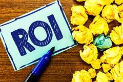 Word het schrijven tekst Roi Bedrijfsconcept voor Prestatiesmaatregel die wordt gebruikt om de efficiency van een investering te  stock fotografie
