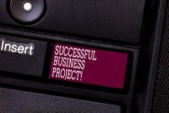 Word het schrijven tekst Succesvol Zakelijk project Bedrijfsconcept voor het Bereiken van projectdoelen binnen programma stock fotografie