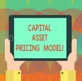 Word het schrijven tekst Totaalvermogen het Tarief Model Bedrijfsconcept voor Financiële de analysehand analysisagement van bedri stock foto's