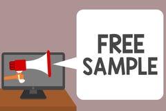 Word het schrijven tekst Vrije Steekproef Bedrijfsdieconcept voor gedeelte producten aan consumenten in de holdingsmegafoon van d royalty-vrije stock foto