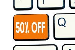 Word het schrijven tekst 50 weg Bedrijfsconcept voor Korting van vijftig percenten over regelmatige de Verkoopontruiming van de p stock foto