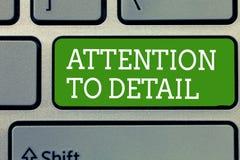 Word het schrijven tekstaandacht aan Detail Bedrijfsconcept voor Achieve Grongigheid en precies Bewuste Nauwkeurigheid stock foto's