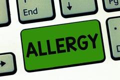 Word het schrijven tekstallergie Bedrijfsconcept voor Overgevoelig van het immuunsysteem naar bijzondere substantie stock foto