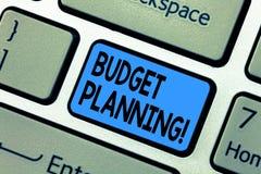 Word het schrijven tekstbegroting Planning Bedrijfsconcept voor Financiële Planningsevaluatie van inkomens en uitgaventoetsenbord royalty-vrije stock afbeelding