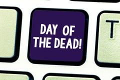 Word het schrijven tekstdag van de Doden Bedrijfsconcept voor Mexicaanse viering die het tonen eren dat is verdwenen royalty-vrije stock afbeelding