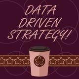 Word het schrijven tekstgegevens Gedreven Strategie Bedrijfsdieconcept voor besluiten op 3D gegevensanalyse en interpretatie word vector illustratie
