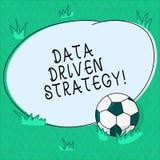 Word het schrijven tekstgegevens Gedreven Strategie Bedrijfsdieconcept voor besluiten op gegevensanalyse en interpretatievoetbal  stock illustratie