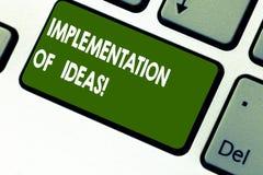 Word het schrijven tekstimplementatie van Ideeën Bedrijfsconcept voor Uitvoering van suggestie of plan voor het doen van iets royalty-vrije stock afbeeldingen