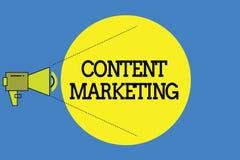 Word het schrijven tekstinhoud Marketing Het bedrijfsconcept voor impliceert de verwezenlijking en het delen van online materiaal royalty-vrije illustratie