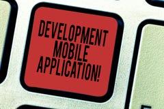 Word het schrijven tekstontwikkeling Mobiele Toepassing Het bedrijfsconcept voor het Schrijven van software voor digitale apparat royalty-vrije stock afbeelding