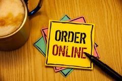 Word het schrijven tekstorde online Bedrijfsconcept voor Aankoop iets op Internet-Elektronische handel het Draadloze winkelen royalty-vrije stock fotografie