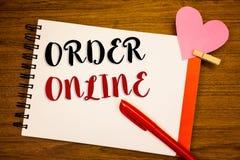 Word het schrijven tekstorde online Bedrijfsconcept voor Aankoop iets op Internet-Elektronische handel het Draadloze winkelen royalty-vrije stock foto