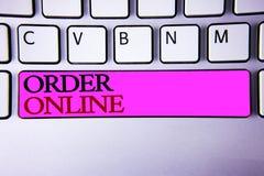Word het schrijven tekstorde online Bedrijfsconcept voor Aankoop iets op Internet-Elektronische handel het Draadloze winkelen stock fotografie
