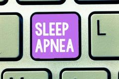 Word het schrijven tekstslaap Apnea Bedrijfsconcept voor de tijdelijke onderbreking van ademhaling tijdens slaap het Snurken stock foto