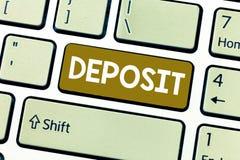 Word het schrijven tekststorting Bedrijfsdieconcept voor Geld in bank of hypotheekbankrekeningsplaats ergens wordt betaald stock afbeeldingen