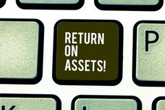 Word het schrijven tekstterugkeer op Activa Bedrijfsconcept voor percentage hoe de rendabele ondernemingenactiva produceren royalty-vrije stock foto