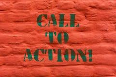 Word het schrijven tekstvraag aan Actie Bedrijfsconcept voor Encourage Besluitbeweging om Succesvolle strategieBakstenen muur voo royalty-vrije stock afbeeldingen