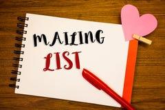 Word het schrijven het van de bedrijfs tekst Adressenlijst concept voor Namen en adressen van mensen u gaat iets verzenden stock afbeeldingen