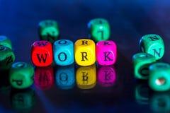 Word ` het werk ` van de gekleurde houten kubussen Stock Afbeelding