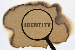 Word Identiteit onder meer magnifier stock foto's