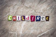 Word kind vrij van gesneden brieven op bruine achtergrond Ideologieconcept Krantekop, het schrijven tekst kind-vrij op de banner  stock foto