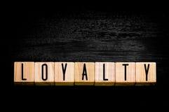 Word Loyaliteit op zwarte achtergrond Royalty-vrije Stock Afbeelding