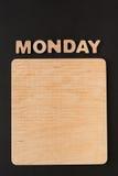 Word Maandag met lege houten raad Stock Fotografie