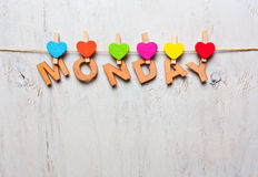 Word Maandag van houten brieven op een witte houten achtergrond Royalty-vrije Stock Foto's
