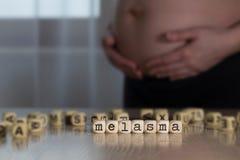 Word MELASMA dat uit houten brieven wordt samengesteld royalty-vrije stock afbeeldingen