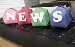 Word nieuws en toetsenbord Stock Afbeeldingen