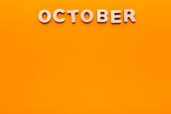 Word octobre sur le fond orange Images stock