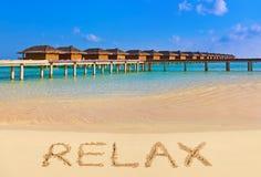 Word ontspant op strand Royalty-vrije Stock Afbeelding