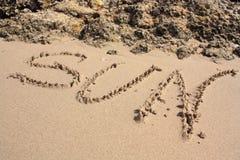 Word op het zandige strand Stock Afbeelding