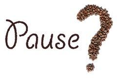 Word ` Pauze ` en een vorm van een vraagteken dat van geroosterde espressobonen wordt gemaakt stock foto's