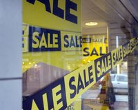 The word sale in shopping window during winter sale time. The word sale oin colorful display in shopping window during winter sale time Royalty Free Stock Photos