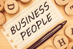 Word schrijvende tekst Bedrijfsmensen Bedrijfsconcept voor Mensen die in zaken vooral op uitvoerend niveau werken royalty-vrije stock foto's