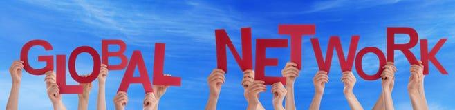 Word van de mensenholding Rode Globale Netwerk Blauwe Hemel Royalty-vrije Stock Afbeeldingen