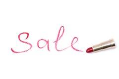 Word verkoop, met rode lippenstift in gouden buis op wit geïsoleerde achtergrond wordt geschreven die Stock Fotografie