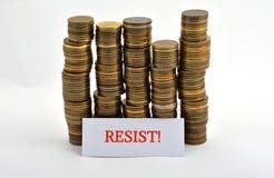 Word verzet tegenzich met muntstukken dat op wit worden geïsoleerd royalty-vrije stock afbeelding